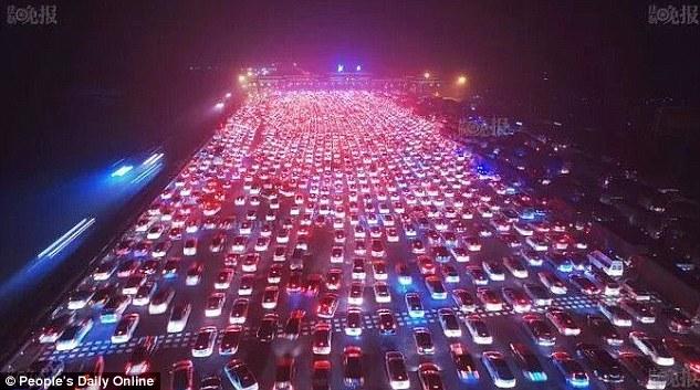 Video: Tắc đường 35 làn kinh hoàng ở Bắc Kinh sau nghỉ lễ - 6