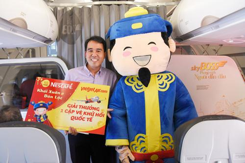 Đông Nhi tặng quà Tết siêu độc đáo trên chuyến bay đầu năm - 3