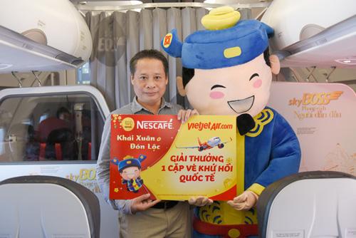 Đông Nhi tặng quà Tết siêu độc đáo trên chuyến bay đầu năm - 4