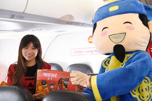 Đông Nhi tặng quà Tết siêu độc đáo trên chuyến bay đầu năm - 6