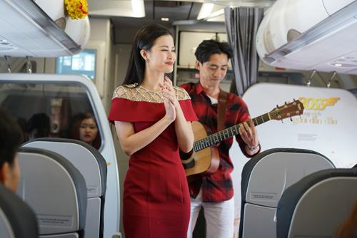 Đông Nhi tặng quà Tết siêu độc đáo trên chuyến bay đầu năm - 7