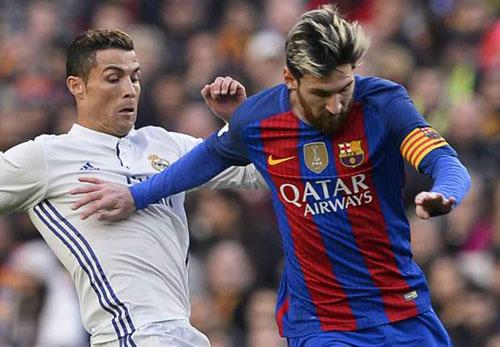 Ronaldo đưa bồ vào khách sạn, bị chê kém Messi - 1