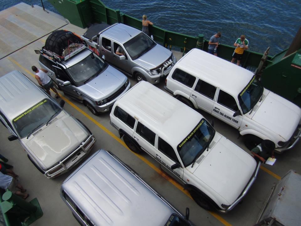Ô tô không có người lái bỗng lừ lừ lùi từ phà xuống biển - 1