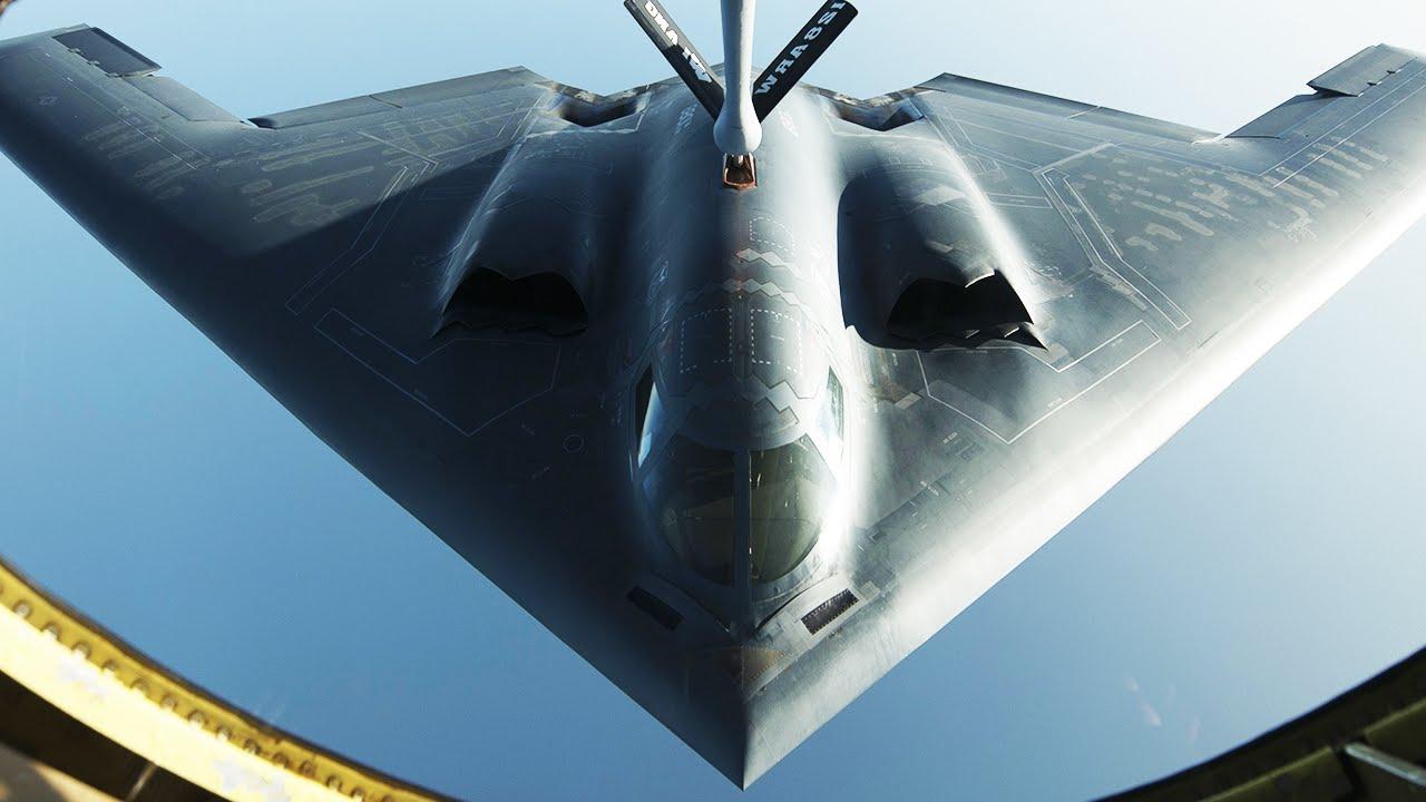 Máy bay ném bom lớn nhất thế giới trổ tài lượn sát đất - 2