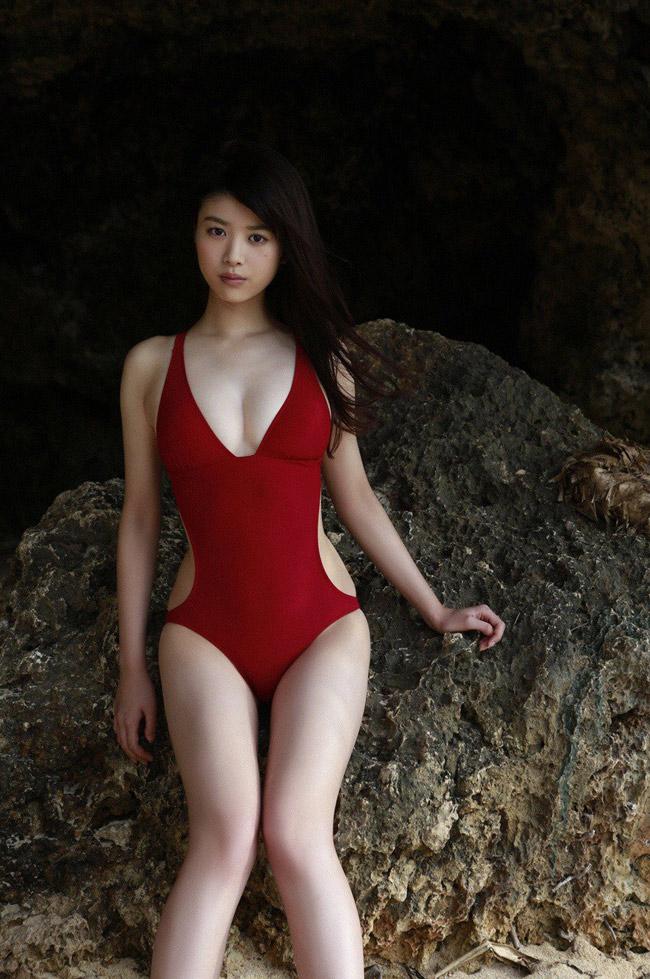 Gương mặt ngây thơ, thân hình gợi cảm giúp Fumika chiếm nhiều lợi thế trong showbiz Nhật.