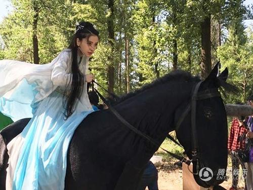 Vợ Huỳnh Hiểu Minh bầu sắp đẻ vẫn quá xinh trong phim mới - 14