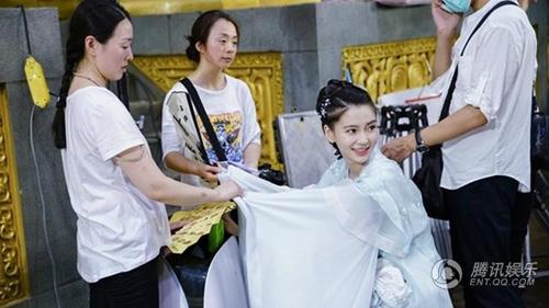 Vợ Huỳnh Hiểu Minh bầu sắp đẻ vẫn quá xinh trong phim mới - 15