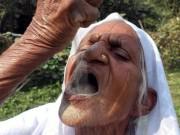 Phi thường - kỳ quặc - Cụ bà Ấn Độ 78 tuổi ăn 2kg cát mỗi ngày để khỏe mạnh