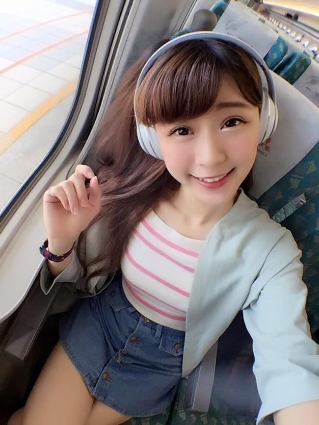Cô là tiếp viên hàng không của hãng China Airlines Đài Loan.