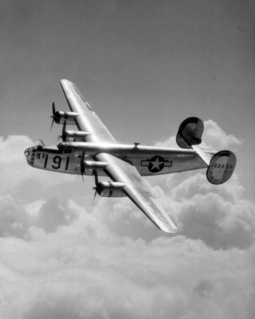 Phi công Mỹ nhảy khỏi máy bay, bắn hạ chiến đấu cơ Nhật - 4