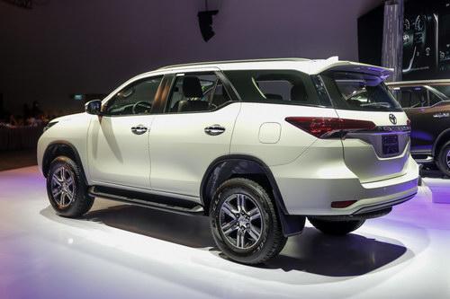 Toyota Fortuner 2017 giá từ 981 triệu đồng tại Việt Nam - 2