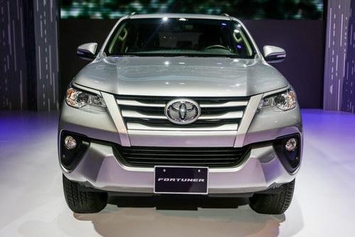 Toyota Fortuner 2017 giá từ 981 triệu đồng tại Việt Nam - 3