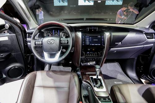 Toyota Fortuner 2017 giá từ 981 triệu đồng tại Việt Nam - 4