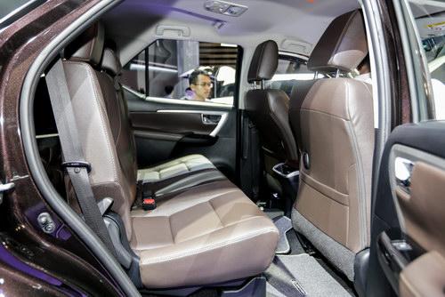 Toyota Fortuner 2017 giá từ 981 triệu đồng tại Việt Nam - 5