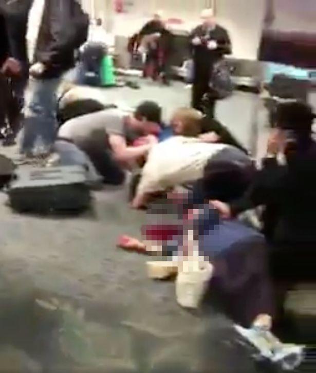 Tranh cãi ở sân bay Mỹ, lính dự bị bắn chết 5 người - 2