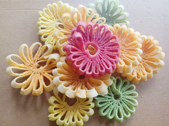 Mứt dừa hình hoa cúc khiến chị em phát cuồng dịp Tết - 9