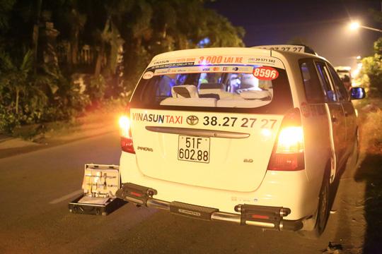 Bị cướp đâm, tài xế taxi vùng chạy thoát - 2