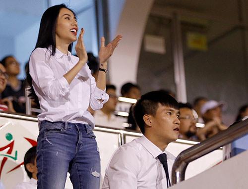 Ca sỹ Thủy Tiên phấn khích, sếp Công Vinh ghi điểm với fan - 2