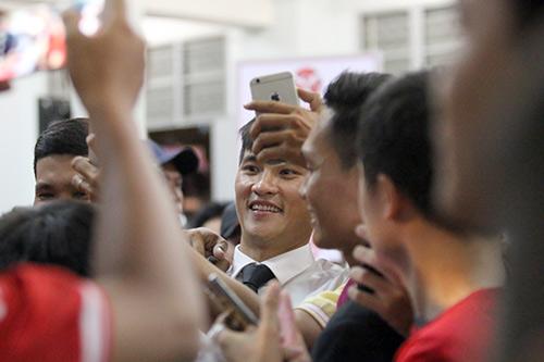 Ca sỹ Thủy Tiên phấn khích, sếp Công Vinh ghi điểm với fan - 10