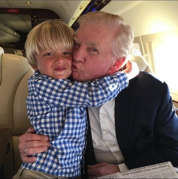 Trump thay đổi kiểu tóc trứ danh trước khi nhậm chức - 1