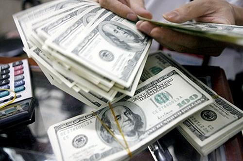 Tỷ giá USD tại các ngân hàng tiếp tục lao dốc mạnh - 1