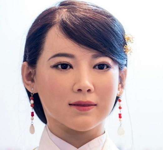 """""""Thánh nữ"""" robot sẽ thay thế người giúp việc ở TQ - 2"""