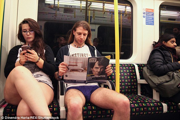 Kỳ khôi nam thanh nữ tú thản nhiên không mặc quần ở Anh - 2