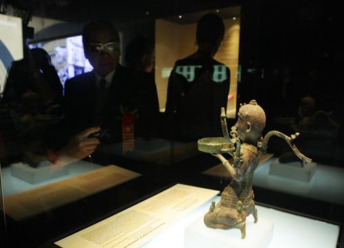 Ngắm 16 bảo vật quốc gia lần đầu tiên được trưng bày - 10