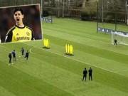 Bóng đá - Thủ môn số 1 Chelsea sút phạt kèo trái giỏi tựa Messi