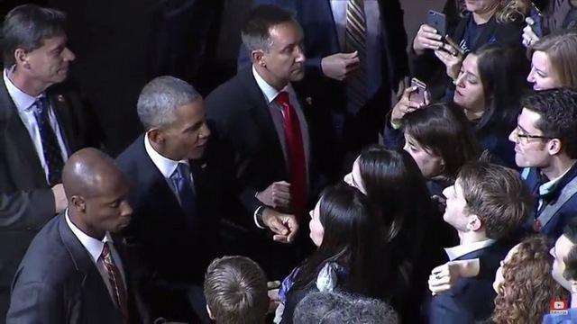Obama rớm lệ khi nhắc vợ con trong bài phát biểu cuối cùng - 5
