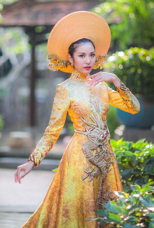 Áo dài Việt họa tiết rồng quá kỳ công và ấn tượng với quốc tế - 2