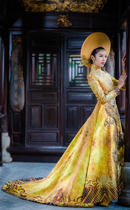 Áo dài Việt họa tiết rồng quá kỳ công và ấn tượng với quốc tế - 3