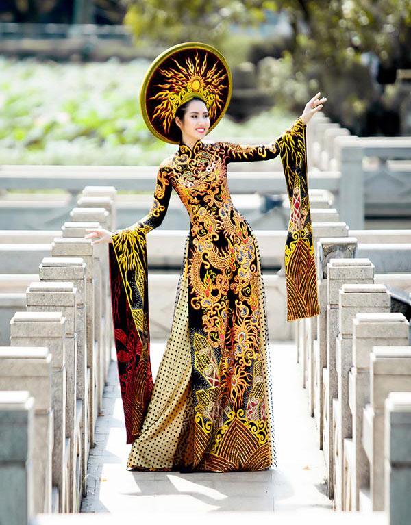 Áo dài Việt họa tiết rồng quá kỳ công và ấn tượng với quốc tế - 6