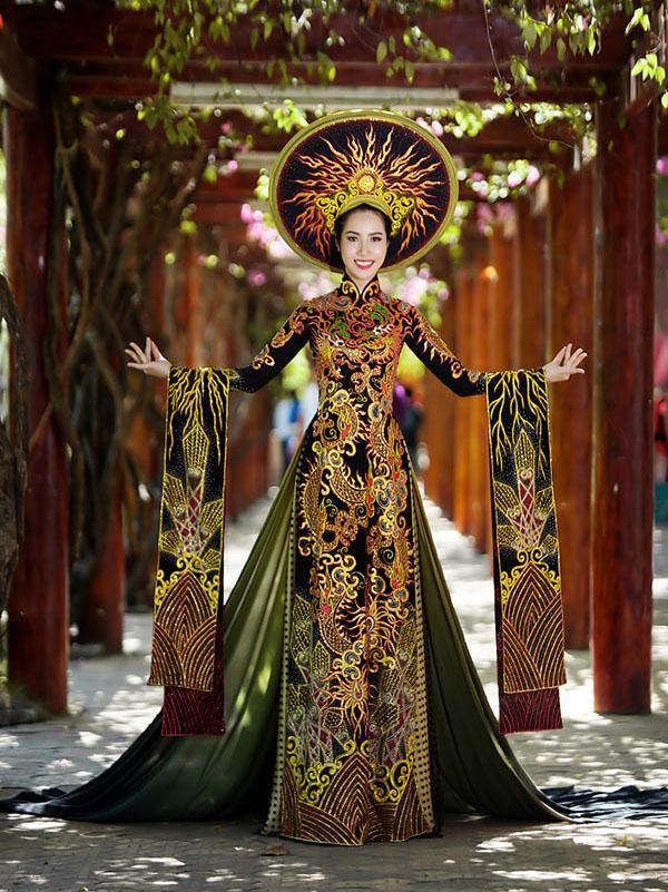 Áo dài Việt họa tiết rồng quá kỳ công và ấn tượng với quốc tế - 5