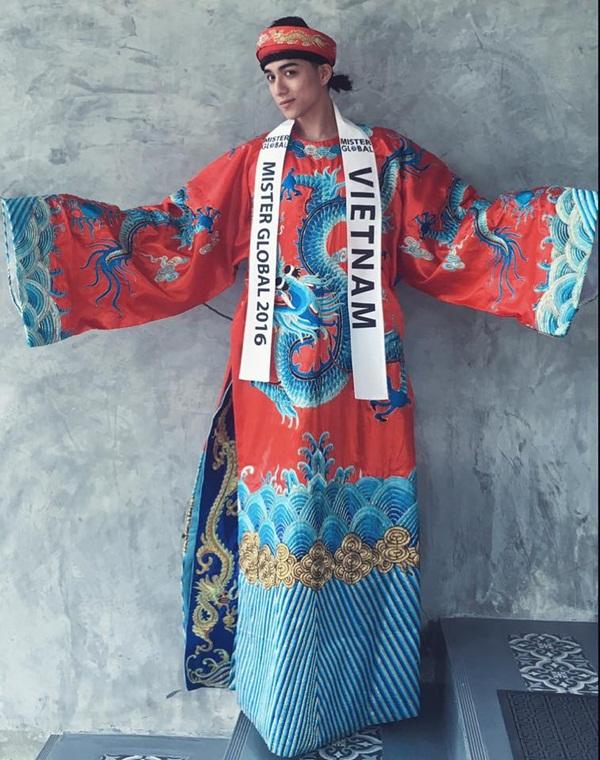 Áo dài Việt họa tiết rồng quá kỳ công và ấn tượng với quốc tế - 11