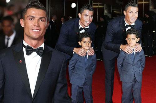 """Quý tử nhà Cristiano Ronaldo quá bảnh và """"gây sốt"""" - 6"""