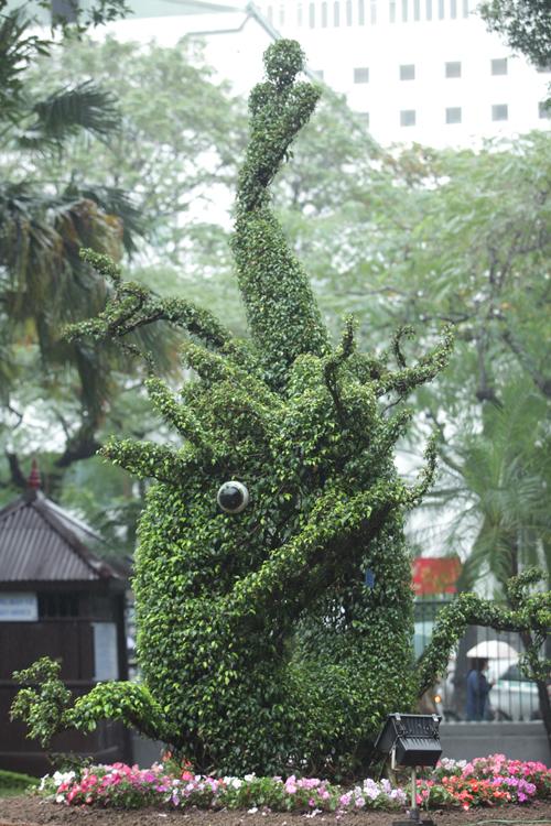 Cận cảnh cặp rồng kết từ cây xanh ở Văn Miếu - Quốc Tử Giám - 6