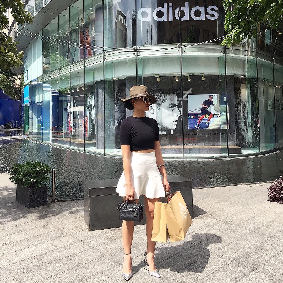 Hương Tràm bất ngờ dịu dàng, Phương Trinh giữ phong độ sexy - 8