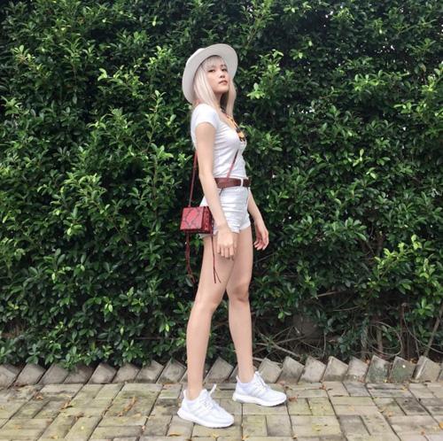 Phát thèm cặp chân dài như kiếm Nhật của bạn gái Sơn Tùng - 11