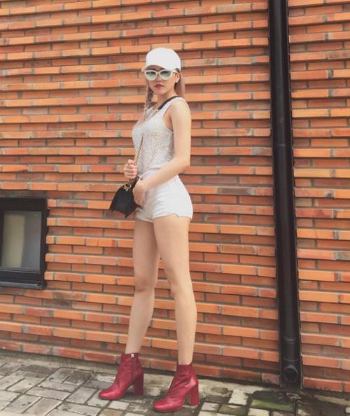 Phát thèm cặp chân dài như kiếm Nhật của bạn gái Sơn Tùng - 13