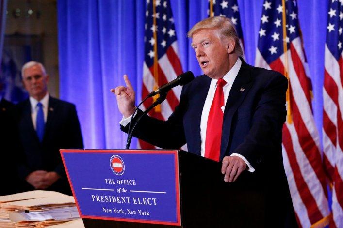 Trump giận dữ, đấu khẩu phóng viên CNN trong họp báo - 1