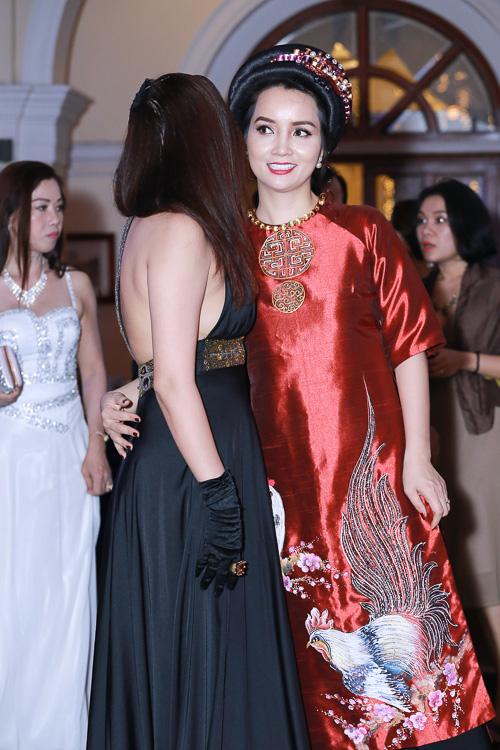 """Phi Thanh Vân mặc mốt """"không nội y"""" lấn át Mai Thu Huyền - 7"""