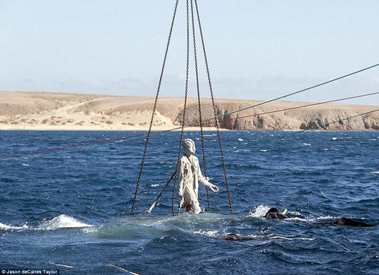 Lặn một hơi xuống bảo tàng dưới nước đầu tiên của châu Âu - 2
