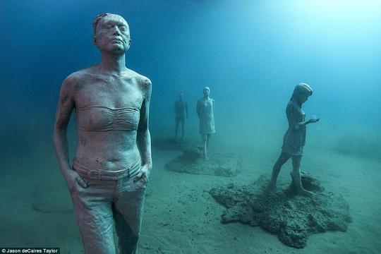 Lặn một hơi xuống bảo tàng dưới nước đầu tiên của châu Âu - 3