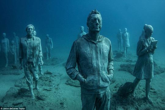 Lặn một hơi xuống bảo tàng dưới nước đầu tiên của châu Âu - 1