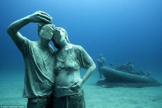 Lặn một hơi xuống bảo tàng dưới nước đầu tiên của châu Âu - 4