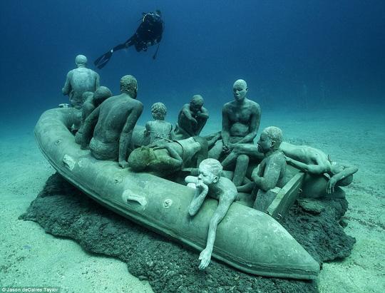 Lặn một hơi xuống bảo tàng dưới nước đầu tiên của châu Âu - 5