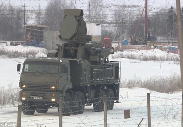 Nga kéo tên lửa S-400 quanh thủ đô phòng chiến tranh? - 2