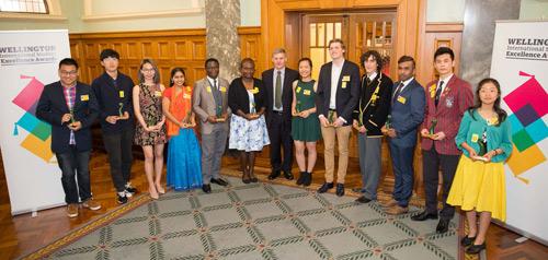 Du học sinh Việt Nam nhận giải thưởng từ thủ tướng New Zealand - 1