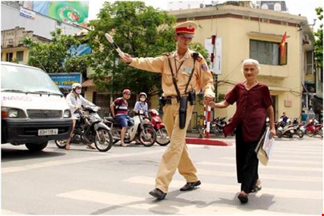 Tướng công an lý giải việc CSGT bị đánh, dân đứng nhìn - 1
